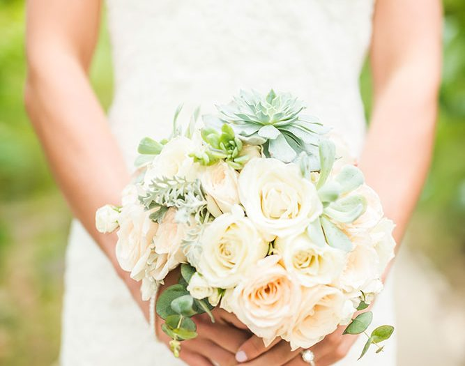 Costa Rica Wedding Bouquet / Design Mil Besos / Photographer Stories Photography
