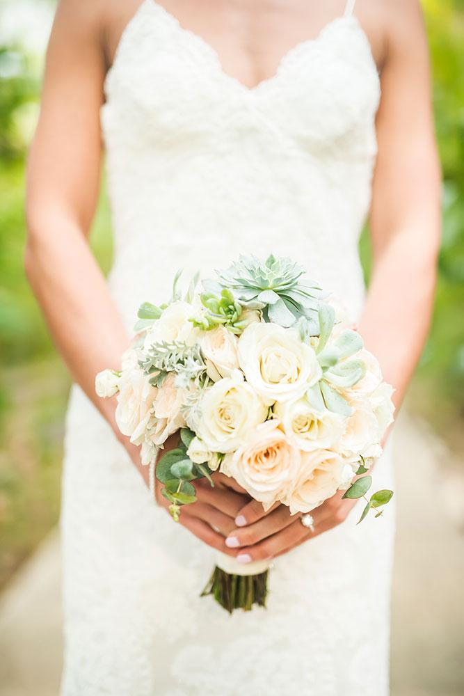 Costa Rica Wedding Bouquet / Design Mil Besos / Photographer Stories Photography
