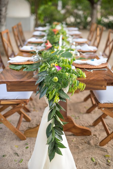 Tropical Wedding Design Planner Meghan Cox Mil Besos Photo Sylvia Guardia