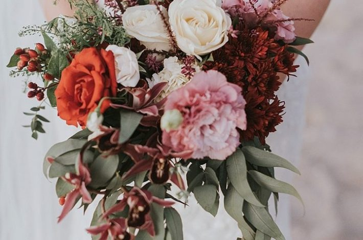 Featured on Boho Weddings Boho Brides Bouquet Burgundy Cream. Costa Rica Wedding Planner Meghan Cox Mil Besos, Photo Adri Mendez