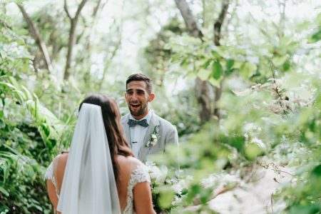 First Look Cala Luna Costa Rica Wedding, Wedding Planner: Meghan Cox, Mil Besos, Photographer: Costa Vida