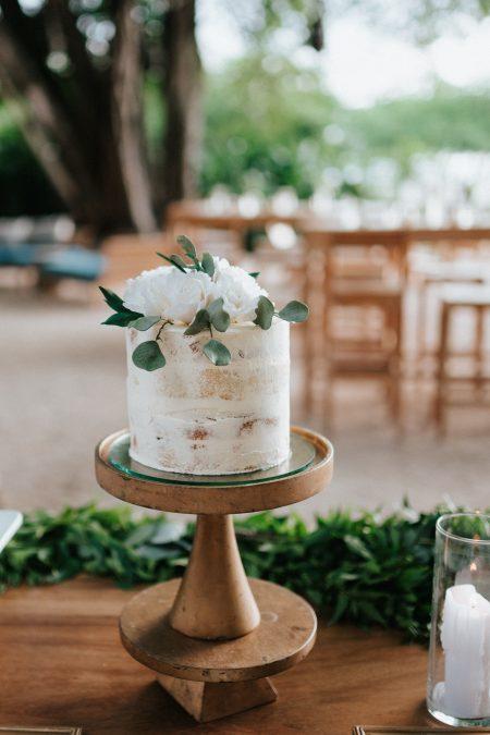 Costa Rica Wedding Cake, Wedding Planner: Meghan Cox, Mil Besos, Photographer: Costa Vida