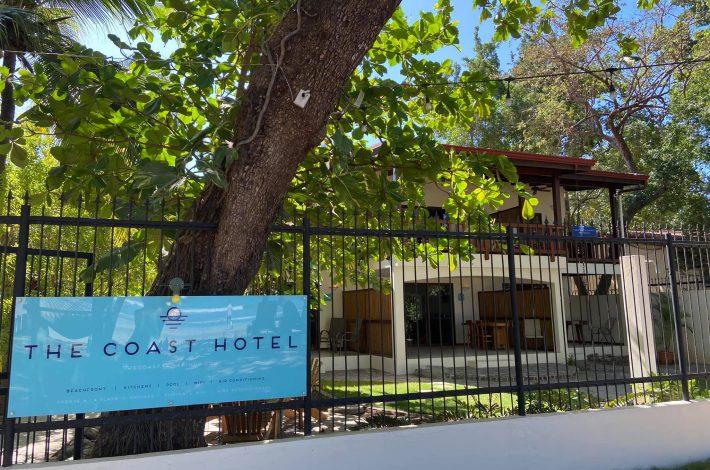 Coast Beachfront Hotel Tamarindo welcome sign